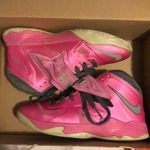 Shoes - Nike LeBron Soldier 7